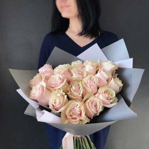 Букет из 17 розовых роз № 319